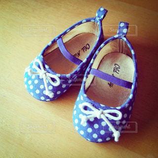 青い靴履いてた女の子の写真・画像素材[3606365]