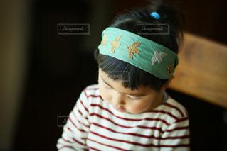 帽子をかぶった小さな男の子の写真・画像素材[3615630]