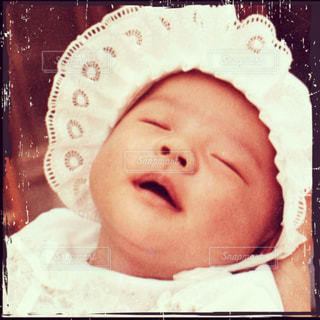 帽子をかぶった赤ん坊の写真・画像素材[3616276]