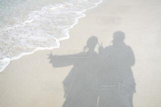 浜辺に立っている人の写真・画像素材[3646368]