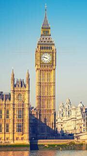 ビッグベンにそびえ立つ大きな時計塔の写真・画像素材[3614864]