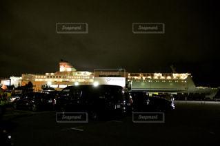 夜の交通信号の写真・画像素材[718789]