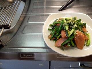 魚肉ソーセージとニラの生姜焼きの写真・画像素材[4872314]