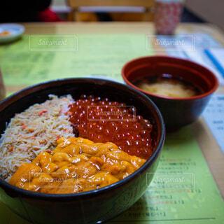 海鮮丼and味噌汁の写真・画像素材[4267636]