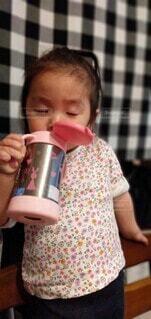 お茶をゴクゴク🍵の写真・画像素材[4387768]