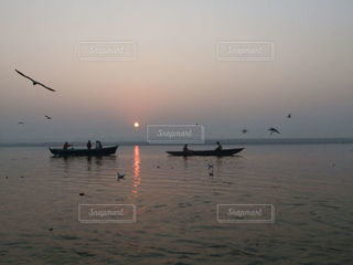 ガンジスの美しい日の出の写真・画像素材[3633450]