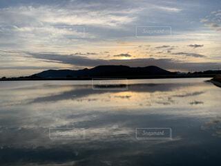夏の朝日の写真・画像素材[3630054]