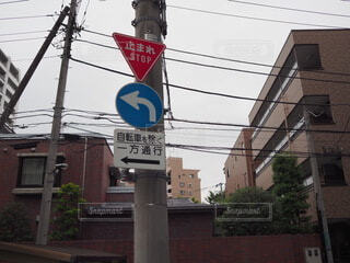 建物の側面に標識の写真・画像素材[3697735]