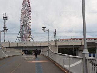 観覧車と電車の写真・画像素材[3797621]