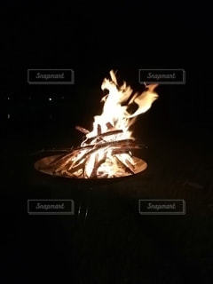 焚き火の写真・画像素材[3637992]