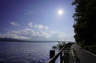 山中湖畔をサイクリングの写真・画像素材[3645798]