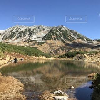 背景の山と水体の写真・画像素材[1523399]