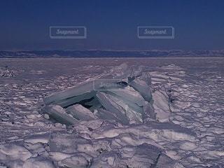 冬のバイカル湖の氷の写真・画像素材[3639864]