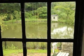 窓の外を見るビューの写真・画像素材[3642376]