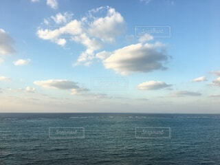 雲と水平線の写真・画像素材[3652305]