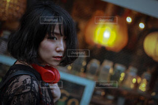 ヘッドフォンをつけた人の写真・画像素材[3664143]