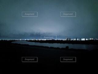 夜の河川敷の写真・画像素材[3656863]