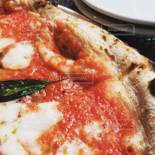 ミラノ風ピザ マルゲリータの写真・画像素材[1121004]
