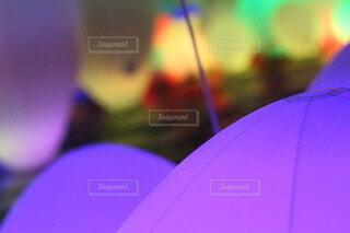 カラフルな傘を閉じるの写真・画像素材[3659207]