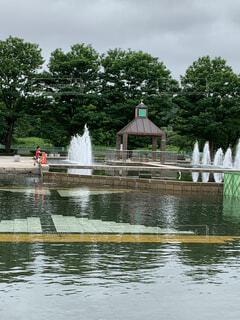 噴水のある水場の風景の写真・画像素材[3665591]