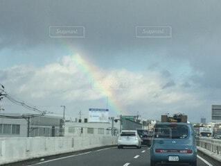 高速道路と虹の写真・画像素材[3672700]