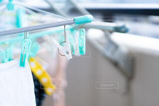 洗濯物を干すの写真・画像素材[3763455]