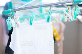 洗濯物を干す 生活感の写真・画像素材[3763457]