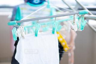 洗濯物を干す 生活感の写真・画像素材[3763456]