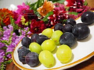 皿の上に果物のボウルの写真・画像素材[3673160]