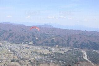 背景に広い山の眺めの写真・画像素材[3678374]