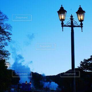 温泉街の夜明けの写真・画像素材[3683012]