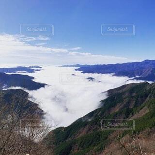 雲海 秋から冬にかけての季節の写真・画像素材[4875440]