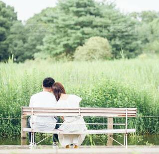 ベンチの夫婦の写真・画像素材[3685836]