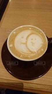 木製のテーブルの上に座ってコーヒーを一杯の写真・画像素材[3687830]