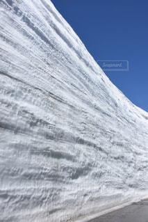 雪に覆われた山の写真・画像素材[3731994]