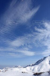 雪に覆われた山のクローズアップの写真・画像素材[3731999]