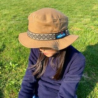 帽子をかぶった少女の写真・画像素材[3779329]