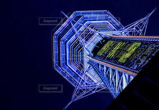 大阪新世界の通天閣の夜景の写真・画像素材[392149]