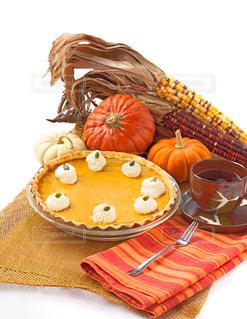 テーブルの上に食べ物の写真・画像素材[813740]