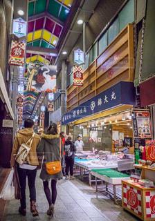 錦市場を歩く人々の写真・画像素材[1718798]