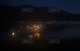 広沢池の灯籠流しの写真・画像素材[2423412]
