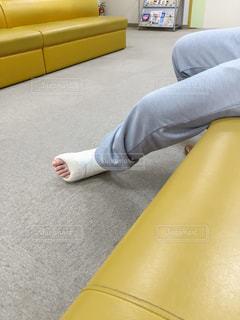 足にギプスを装着した患者の写真・画像素材[3032466]