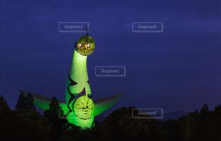 大阪モデルの達成により緑色にライトアップされた太陽の塔の写真・画像素材[3204213]