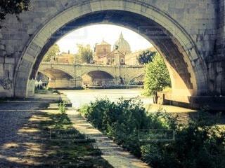 川に架かる石橋の写真・画像素材[3693570]