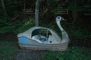 使われなくなったあひるボートの写真・画像素材[3697390]