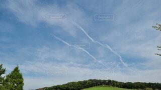 飛行機雲の写真・画像素材[3712271]