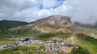 緑豊かな山の写真・画像素材[3785604]