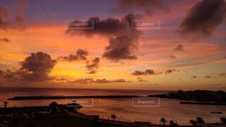 海沿いの夕日の写真・画像素材[3965824]