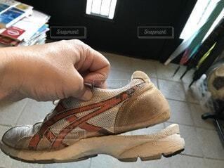 壊れた靴の写真・画像素材[3710100]