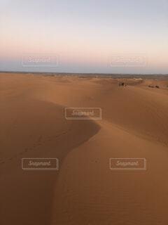 早朝のサハラ砂漠(モロッコ)の写真・画像素材[3698203]